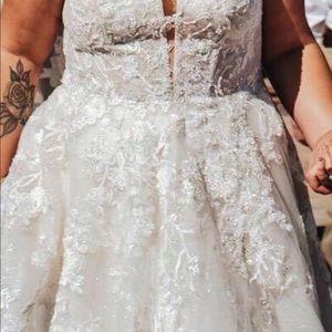 Size 20 Oleg Cassini wedding gown!